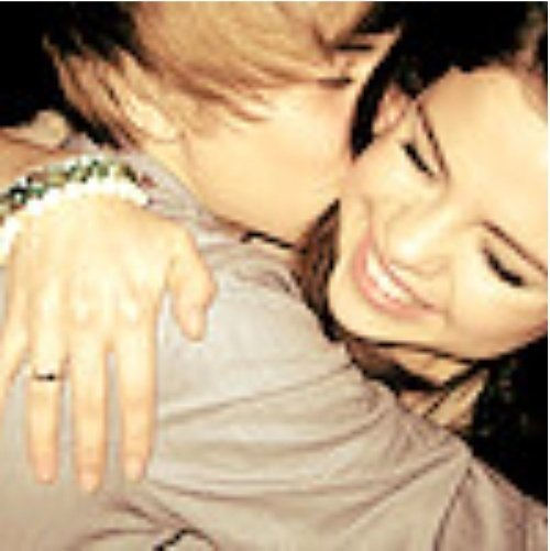 are justin bieber and selena gomez dating. girlfriend Selena Gomez